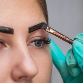 One by One en Henna Brows